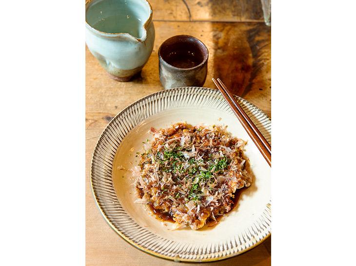 ゲソ天440円。細かく切ったゲソとネギが入ったお好み焼き風の逸品。先代から受け継いだ名物料理