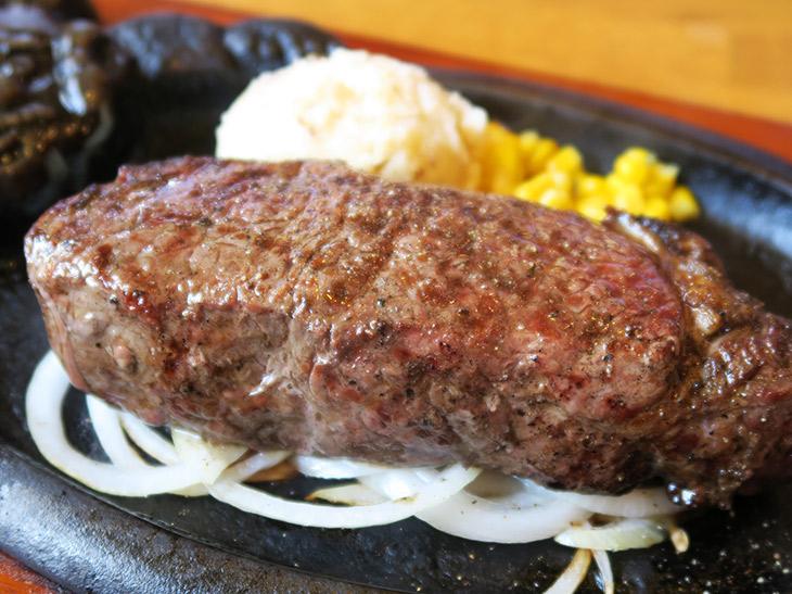 """実はコスパ最強なステーキハウス『ブロンコビリー』で、大人気の""""グラスフェッドビーフ""""を食べてきた"""