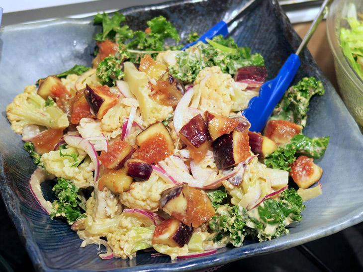 秋限定の「ケールとイチジクの秋の華やかサラダ」など、食べ放題ではあまり見かけないような食材もふんだんに使われている
