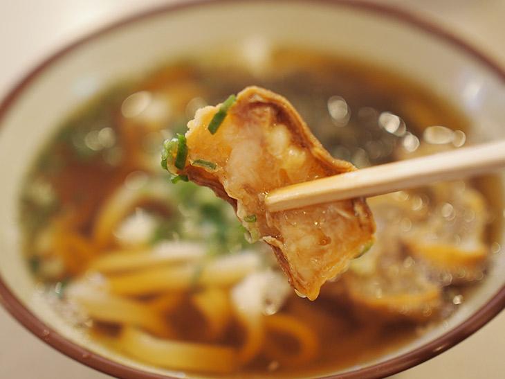 油かすは噛めば噛むほど旨みが出てくる。関西人には比較的馴染みのある食材