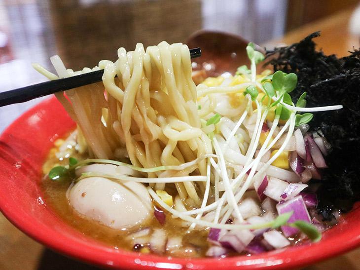 『浅草開化楼』の特製麺を使用
