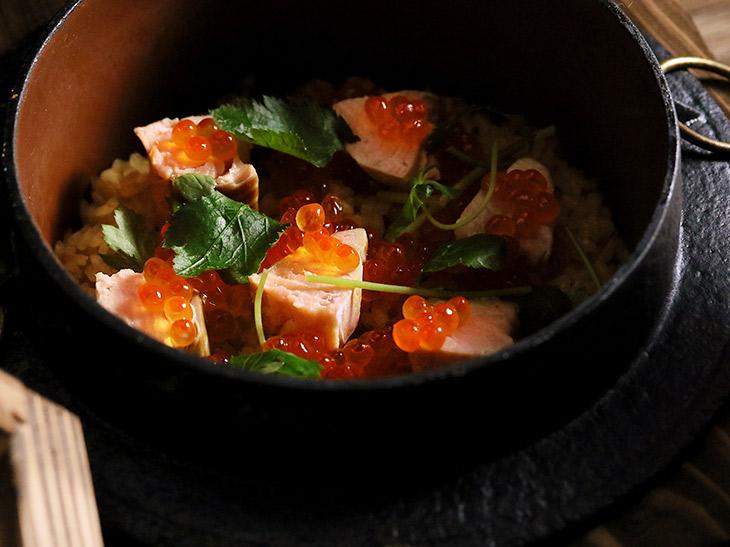 「鮭とイクラの釜飯」1900円