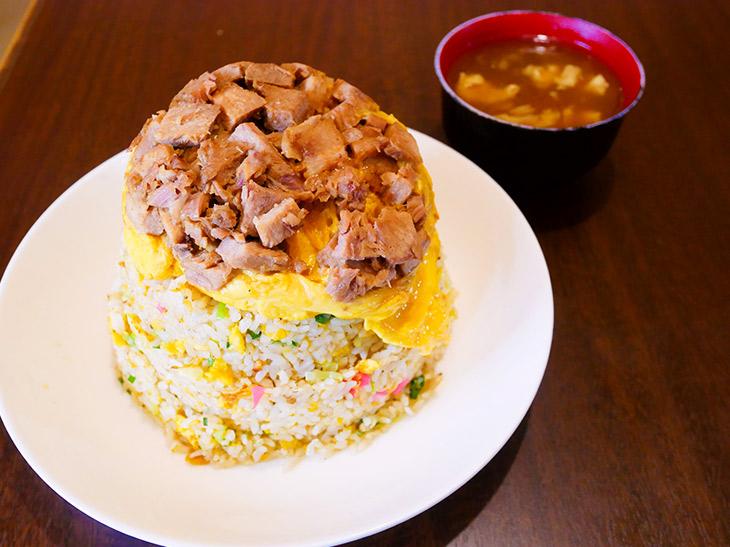 「チャーシュー玉子炒飯」(大)680円、夜780円。並でも中でも大でも値段は同じ