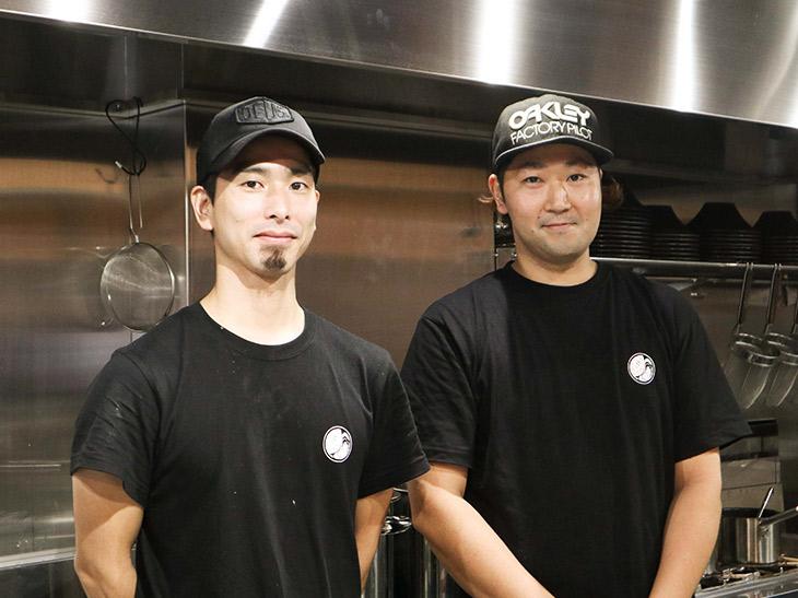 右が総料理長の坂祥太さん。左はシェフの樋口寛彰さん。二人は料理学校時代からの友人