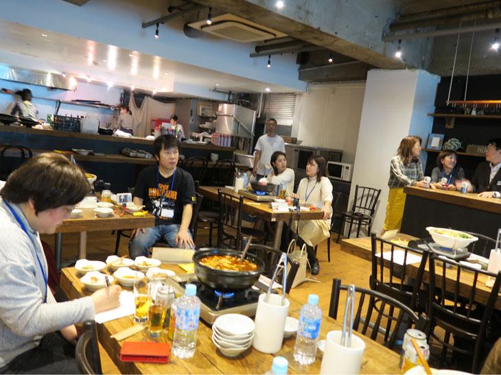 メディア向けのイベントだったが、みんなしっかり試食&試飲しながら組み合わせの妙を楽しんでいた
