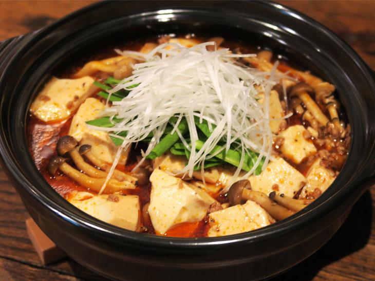 シンプルな「クリアアサヒ鍋」は、「CookDo 四川式麻婆豆腐用」を使用。旨辛な鍋が簡単に作れる