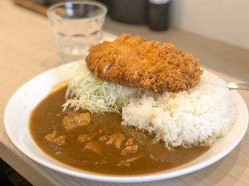 """旨い店はタクシー運転手に訊け! 『とんかつ檍』が手がける""""東京一美味しいカツカレー""""を『いっぺこっぺ 飯田橋店』で食べてきた"""