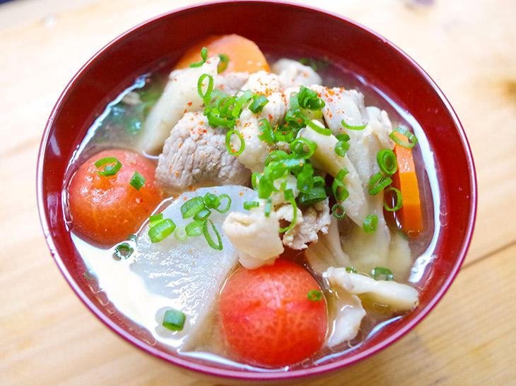 寒い日でも体がポカポカ温まる! 絶品「トマト豚汁」の作り方