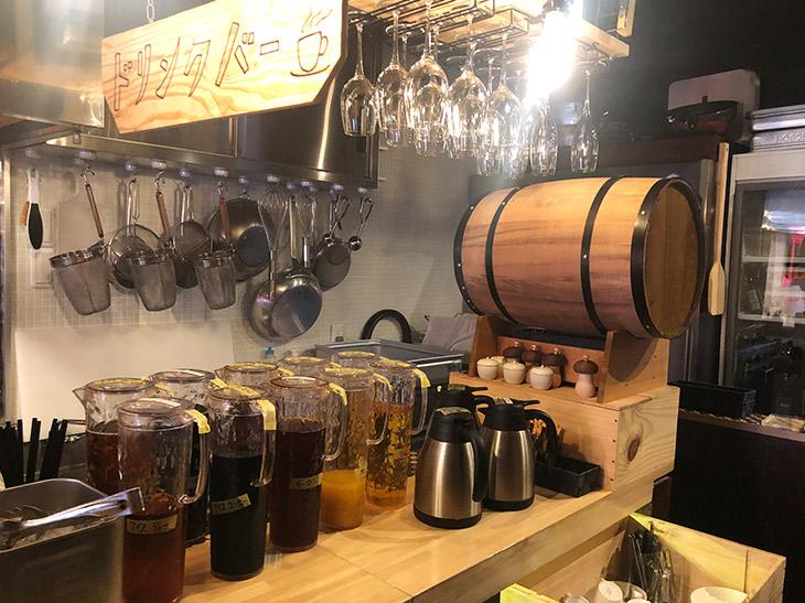 フリードリンクはアイスコーヒー、アイスティー、ウーロン茶、オレンジジュースや、ホットコーヒーなどなど飲み放題