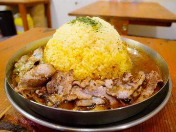まさかの1.2kg超え! 早稲田『ダルシムカリー』の超巨大「鉄板豚バラカリー」を食べてきた