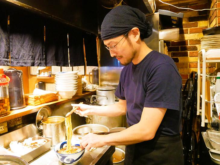 店主の武山さん。「長く愛され続ける店作りを心がけています」