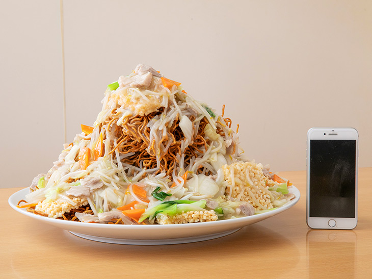 バインディング!! 「中華スクラムあんかけ」3000円。チャーハン、かた焼きそば、おこげのトリプルコンボ