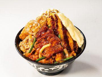 """牛・豚・鶏が""""一丼""""に! 豪快すぎる『すた丼屋』の「トリプルすたみな爆肉丼」を食べてみた"""