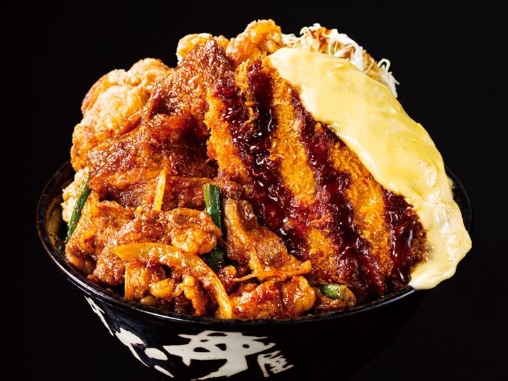 """「トリプルすたみな丼」(並)990円。これで""""並盛り""""なんです。"""