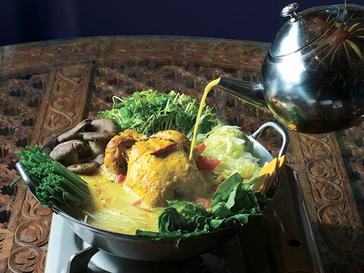 """スパイス香る""""ネパール版水炊き""""! 恵比寿『クンビラ』の「ヒマラヤ鍋」を食べてきた"""