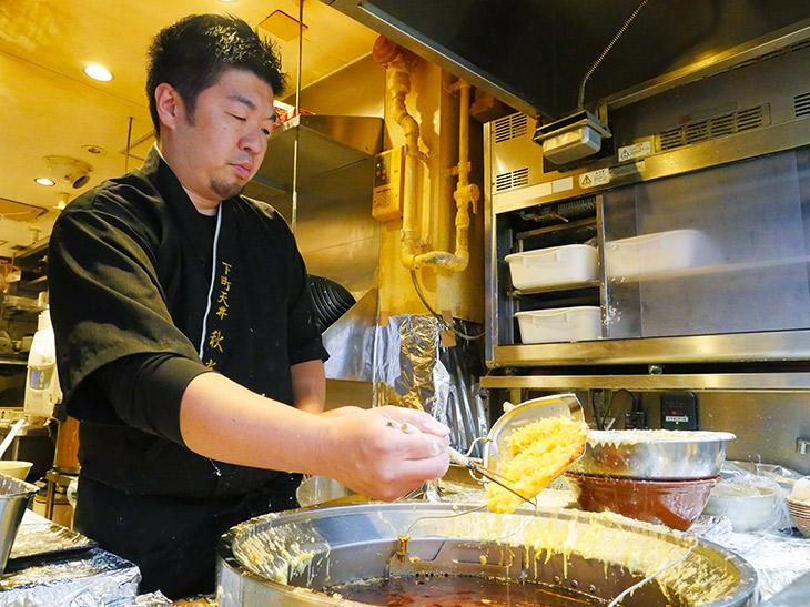 代表取締役・店主の谷原秋光さん。「年末年始も休み無しでオープンしますよ~」