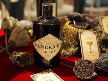 キュウリとバラを使った「ヘンドリックスジン」とは? 有名バーテンダー作の特製カクテルを飲んでみた