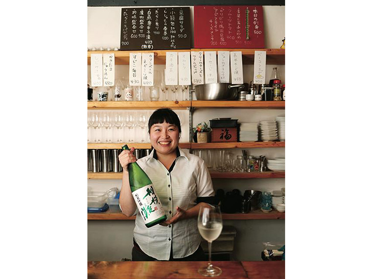 ハタチの時から日本酒党という店長の石山茉莉江さん