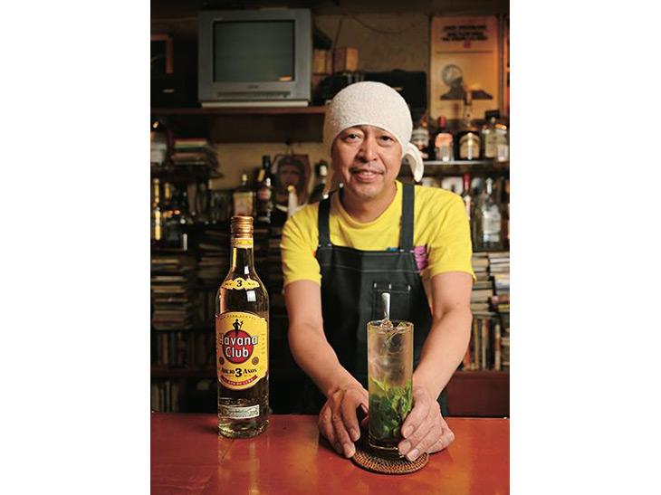 店主の村島秀樹さんはキューバを訪れ本格的なモヒートの作り方を習得