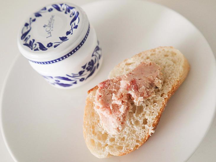 「ラ・カンティーヌの豚のリエット」50g・540円。豚肉、豚の脂、玉ねぎ、人参、ワイン、塩などを使用