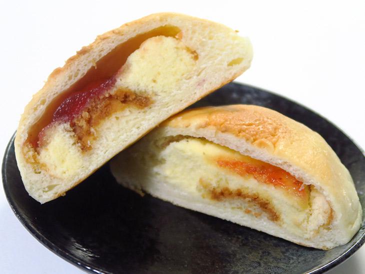 パンにカステラを合わせているので口のなかの水分が持っていかれる感じは否めないが、このレトロなパンは一度食べる価値アリ