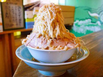 約2.5kg! 東村山の『高木のぶぅ』で、デカ盛りすぎるラーメンを食べてきた