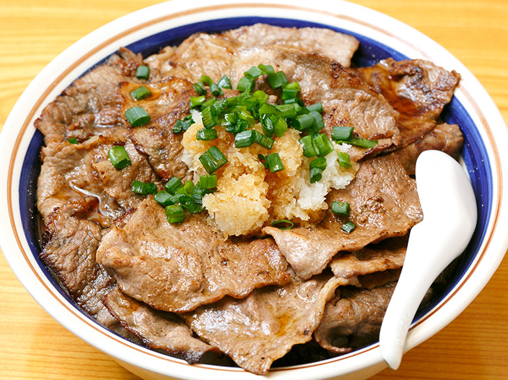 約1.2kgのヘビー級丼! 下高井戸『どどん』で「ブッチャー2号丼」を食べてきた