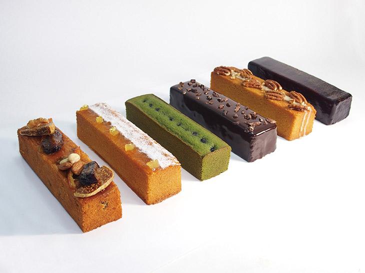 「パウンドケーキ」小750円、大2400円(税抜)。フルーツ、抹茶、チョコレート、メイプル、カシス、キャラメルボムの全6種類