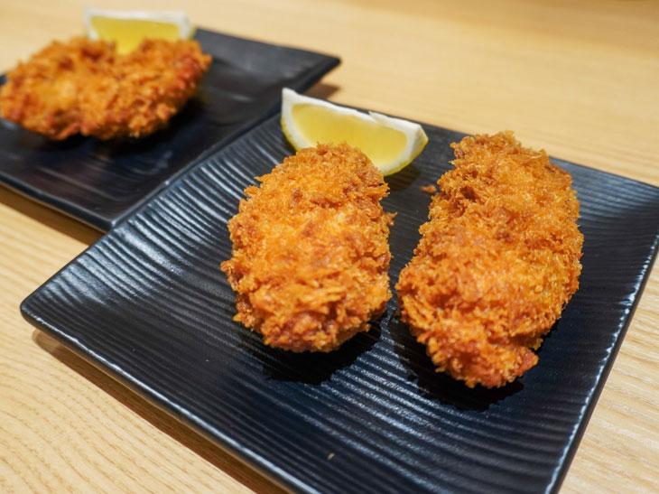 こちらはデリカで販売するテイクアウト用の「カキフライ」。使用する牡蠣はレストラン同様に江田島の牡蠣を使用し、パン粉を変えて、時間がたってもサクサク感があるように仕上げています