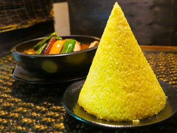 約2.3kg!? デカ盛りすぎるスープカレーを『Asian Bar RAMAI』(横浜)で食べてきた