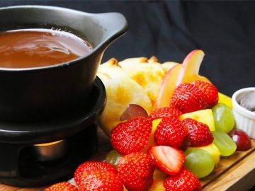 成城石井のワインバーで甘酸っぱいバレンタイン!「苺&チョコレートフォンデュ」が食べ放題