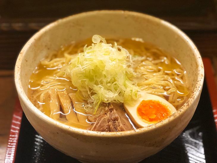 旨い店はタクシー運転手に訊け! 冬こそ食べたい『笑梟』(新宿)の「冷たい肉中華」とは?