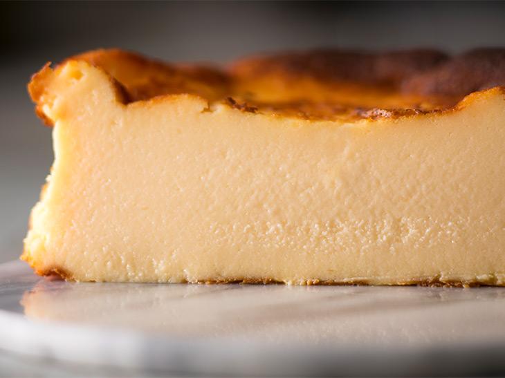 「バスクチーズケーキ」は、しっとりとしていて、濃厚なチーズの味がします