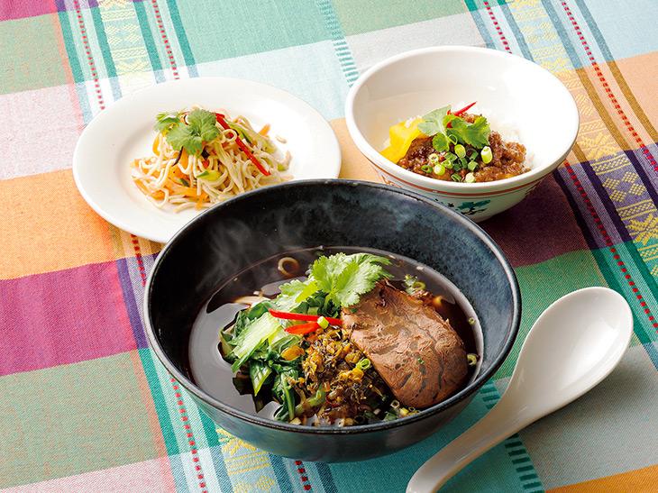 牛肉麺・台湾肉みそライス・干し豆腐サラダ/1人前1301円