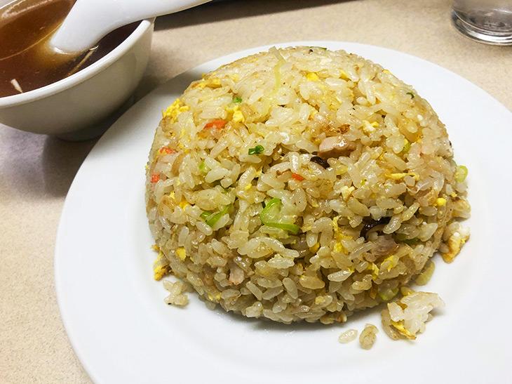 高校生の三ツ星通信。荻窪の老舗町中華『三ちゃん』の絶品炒飯と餃子が旨すぎる!