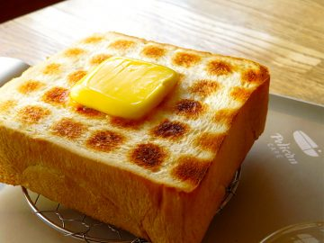 浅草の老舗パン屋直営『ペリカンカフェ』で味わう「炭焼きトースト」が美味しすぎる理由