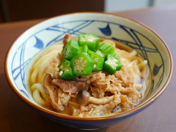 丸亀製麺の春の新肉盛りメニュー「牛肉盛りうどん」を食べてきた