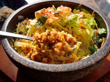 カレー激戦区・下北沢に誕生した『虹色CURRY食堂』で「石鍋チーズキーマカレー」を食べてきた!