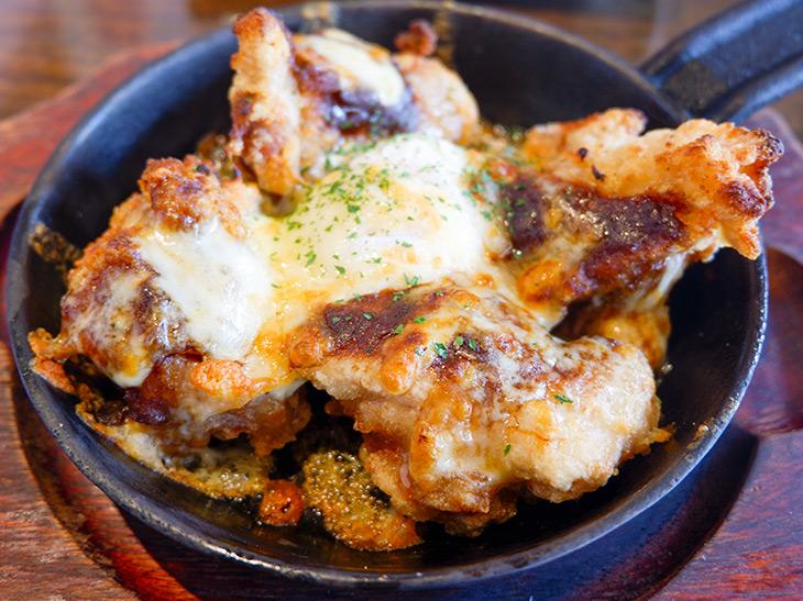 鶏ももカレーチーズ焼き。スパイシーな香りで食欲スイッチON!