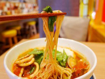 魚介だしのきいたスープが細麺によくからみます