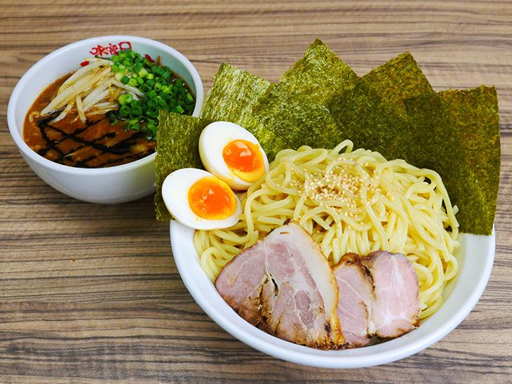 新宿『味噌屋八郎商店』で1kg超えの特大「味噌つけめん」を食べてきた