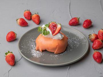 チーズ専門店が本気で作った贅沢スイーツ「苺のティラミスクレープ」とは?