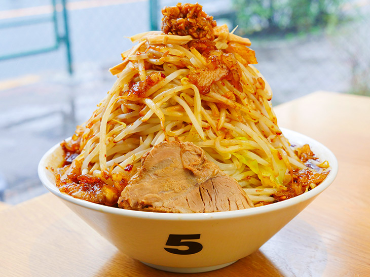 重量約1.6kg! 吉祥寺『麺ハチイチ』のデカ盛り油そばを食べてきた