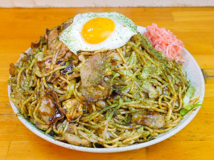 約2.3kg!? 横浜『焼きそば あづま商店』の超メガ盛り焼きそばを食べてきた