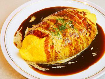 重量約1kgの超巨大オムライスを『Kitchen Eggs』(北千住)で食べてきた