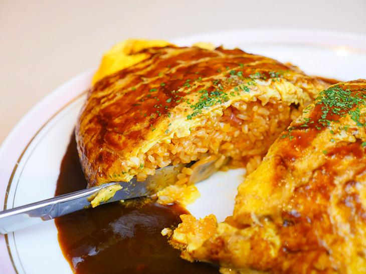 卵の中はケチャップライス。卵とライス、ソースとの一体感が素晴らしいっ!