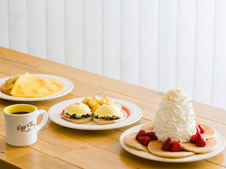 自宅がハワイに! 『Eggs 'n Things』で人気の朝食メニューがテイクアウト可能に