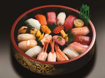 これぞお寿司の宝石箱や! 『銀のさら』に20種のネタ盛り限定桶が登場