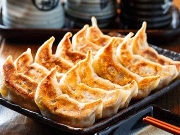 『ダンダダン酒場』の餃子が家で食べられる!「出前館」サービスがスタート