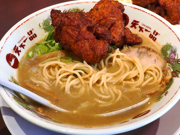 こってりスープをまとった鶏の唐揚げは絶品です